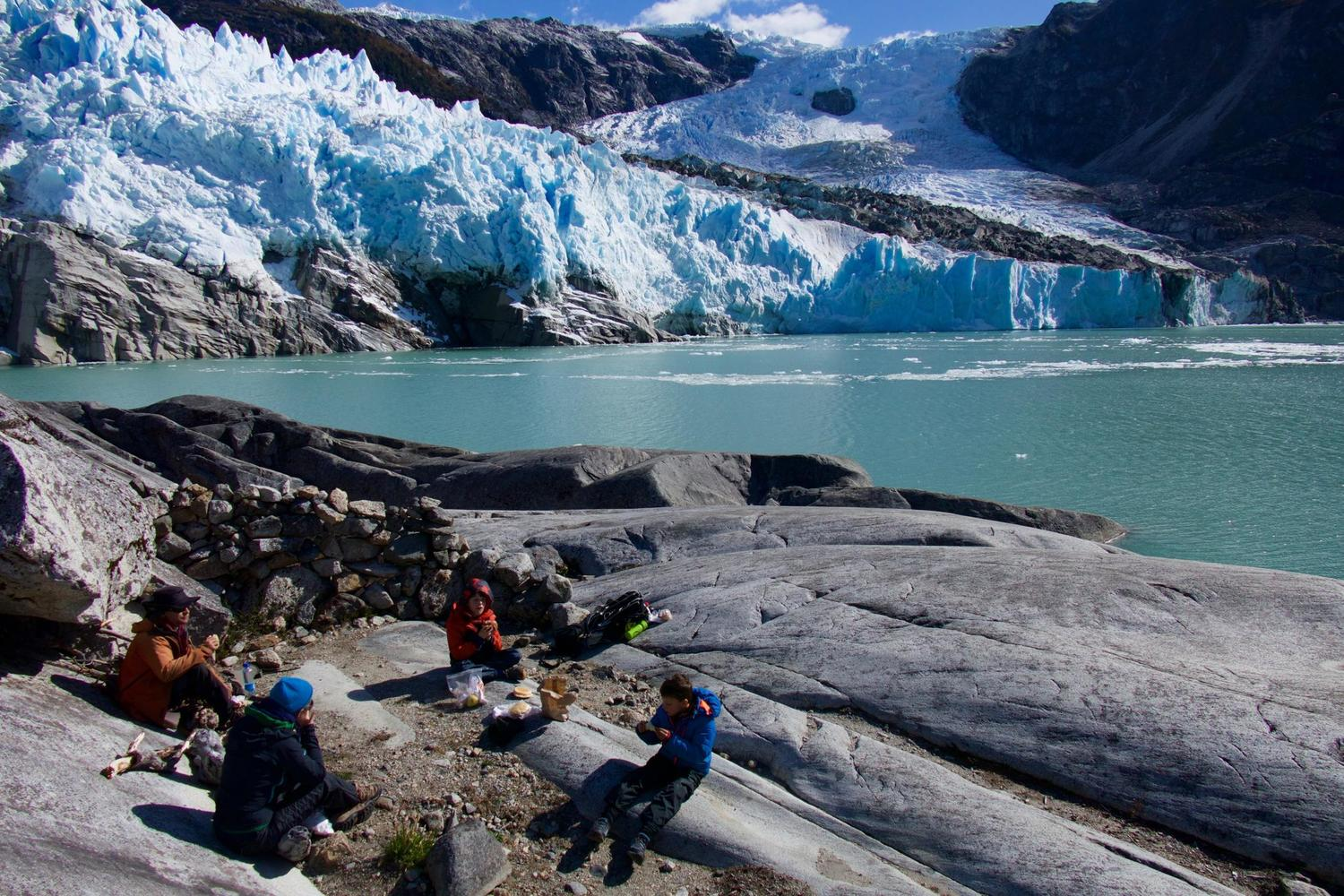 Picnic in front of Leones Glacier