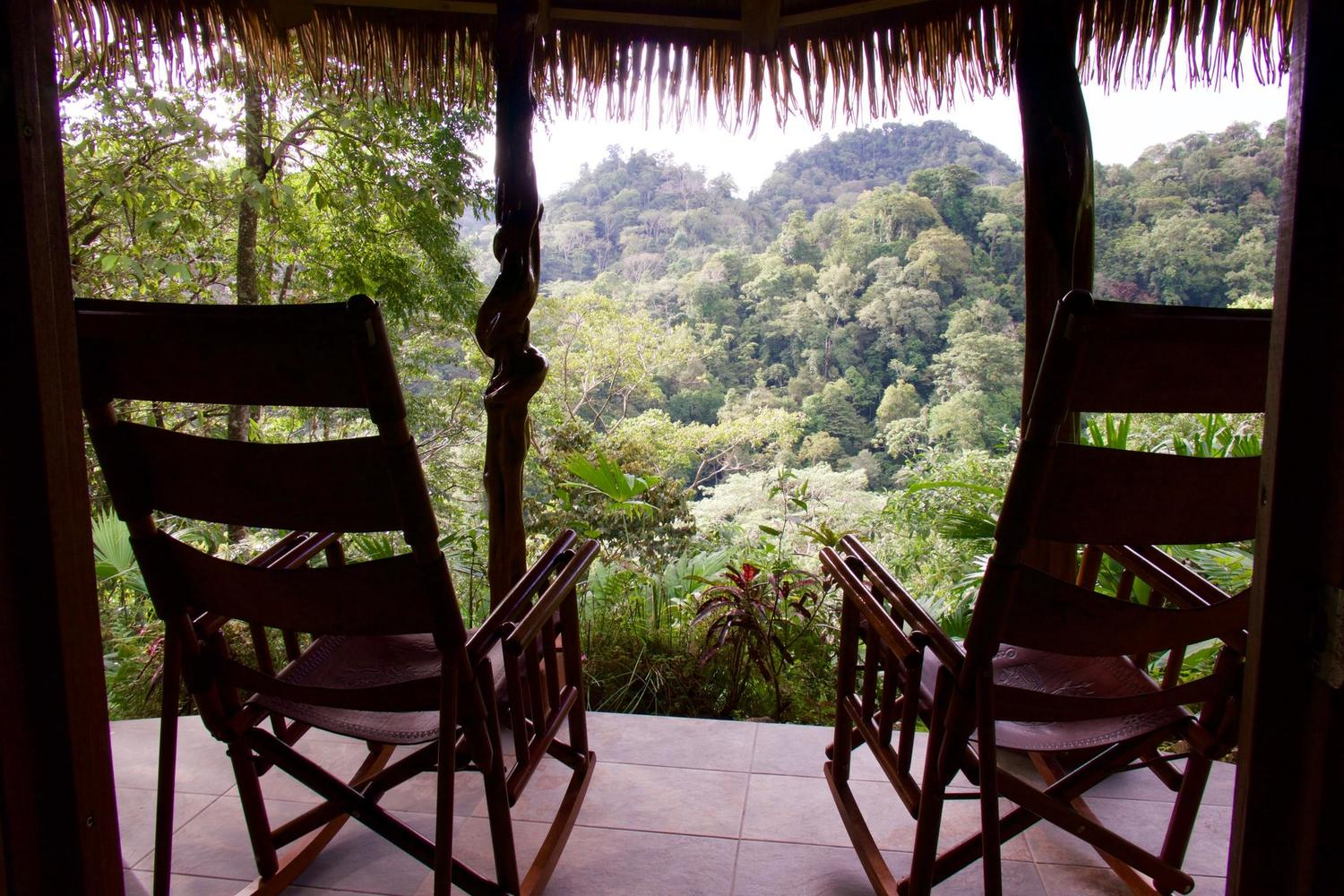 Luna lodge terrace in Carate near the Corcovado National Park