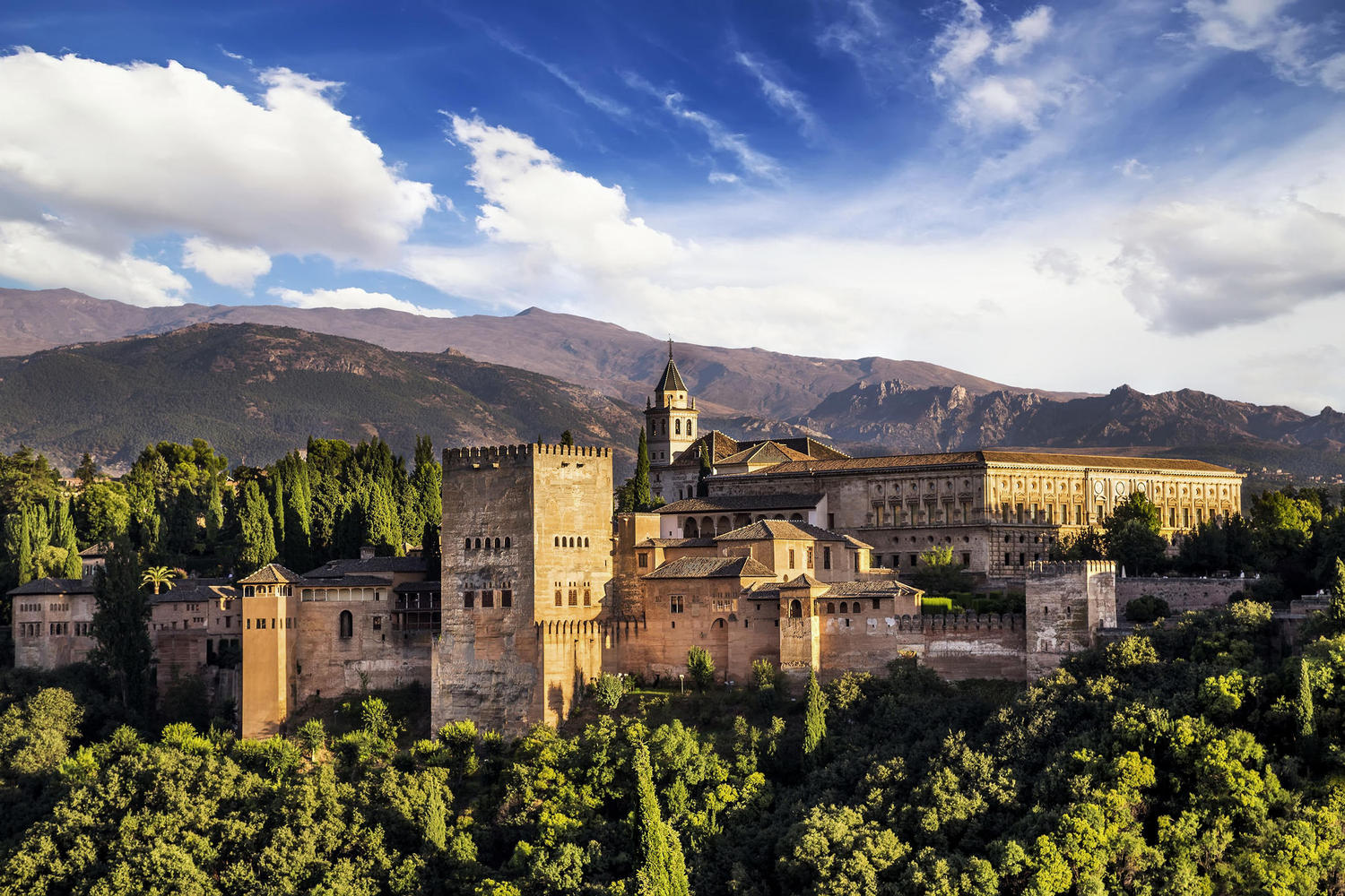 Panoramic view of the Alhambra from the top of the old Arab neighbourhood of Albaicin.