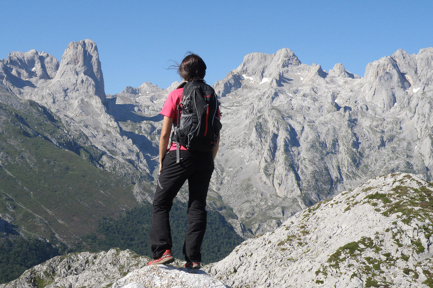 Accesible look out with great views over the Naranjo de Bulnes