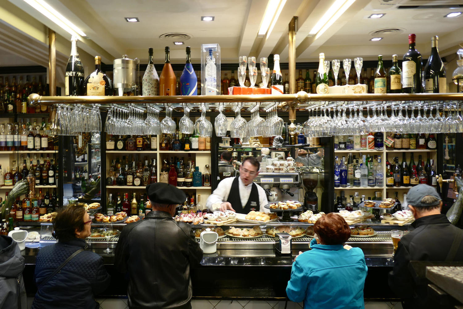 Bustling pintxo bar in the heart of Bilbao's Old Town