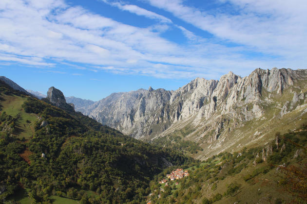Spain-picos-de-europa-tielve-village-walk-autumn