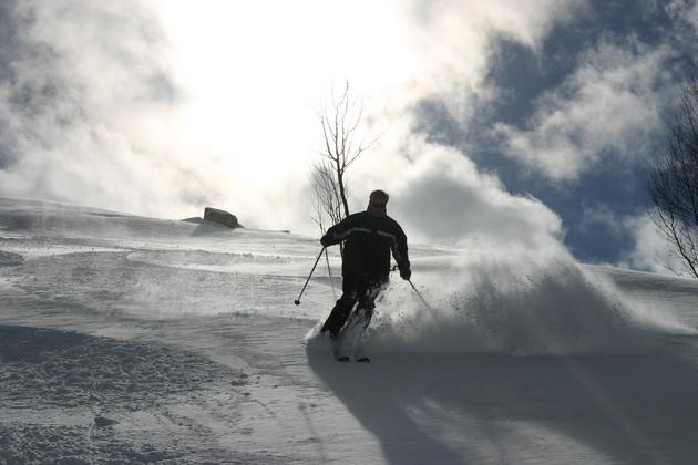 Spain-pyrenees-cerler-solo-male-in-black-skiing-towards-camera