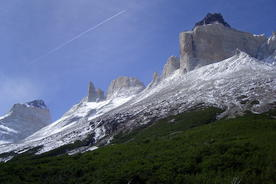 Chile-patagonia-torres-del-paine-cuernos-del-paine-with-trees